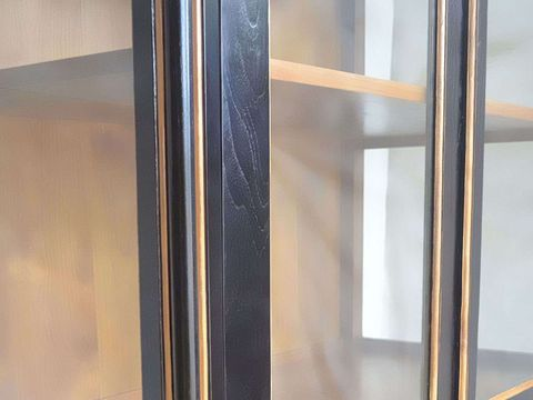 Solid wood grains at the glass door frame