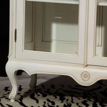 Louis XV Vitrine white legs and foot carving detail