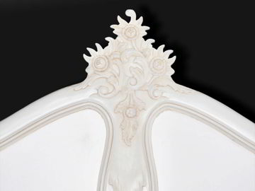 The cresting on the headboard decorated with rose flowers and leaves carving.