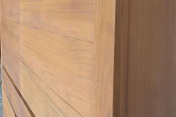 Solid wood grains right doors detailed view