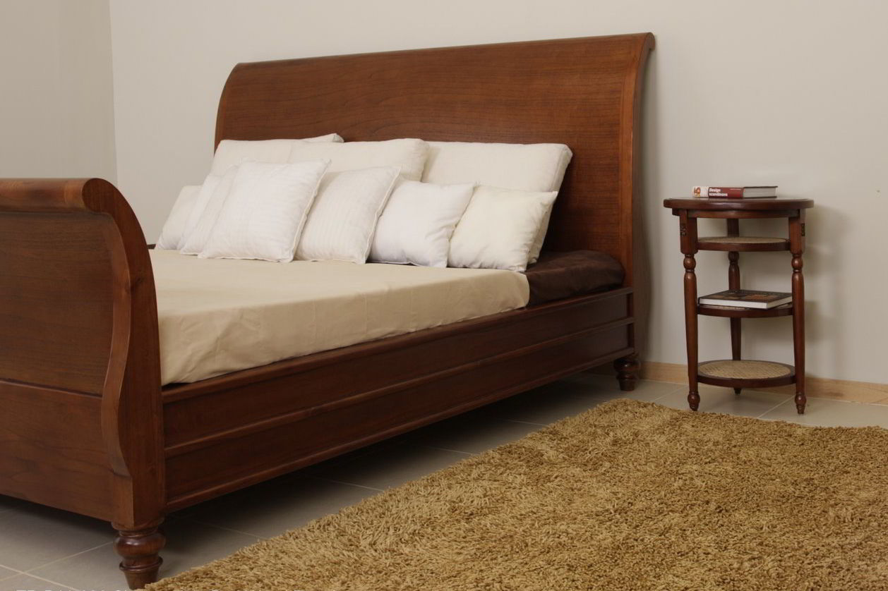 Plantation sleigh bed with nightstand